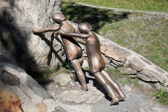 Ordino, Andorre : Esculturas en la Ruta del Hierro / Sculptures sur la Route du Fer