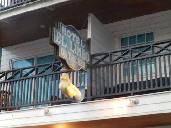 El Limbo on the Sea Hotel: Vista externa desde las habitaciones que dan a la calle