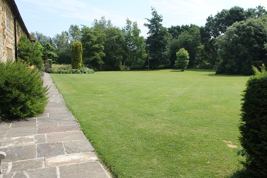 Arlington, UK: Lawn outside the priory