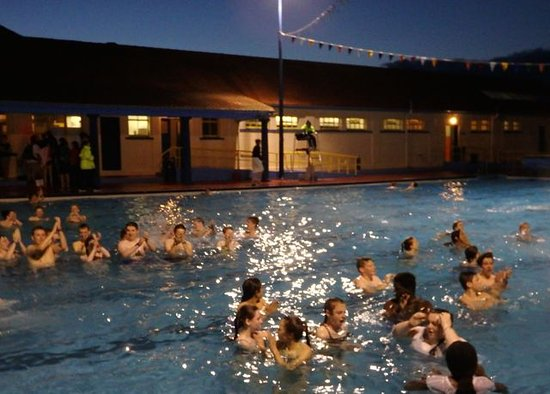 Stonehaven Open Air Swimming Pool: Midnight swims each Wednesday in high season
