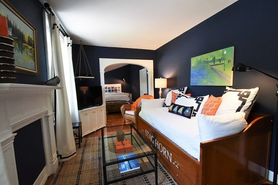 Skaneateles, Nova York: Stag Horn Suite with Daybed and twin trundle