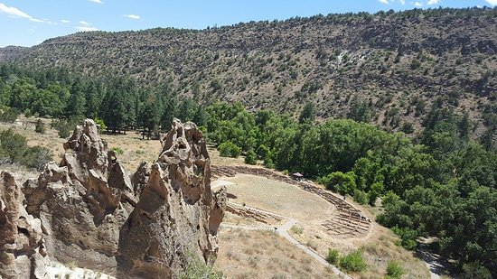 Los Álamos, Nuevo Mexico: Cool rock formations and ruins of a settlement