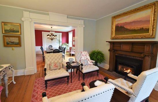 Skaneateles, Nova York: Sitting room and dining room