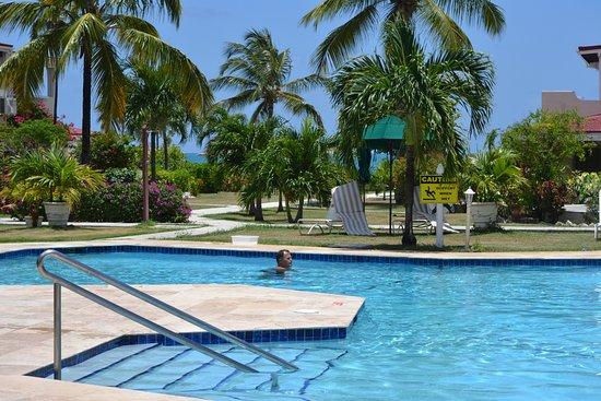 Antigua Village: Pool