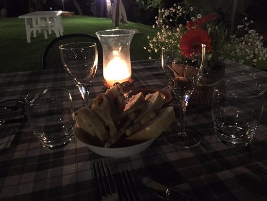 San Feliciano, Italia: cena a lume di candele