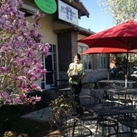 Eagle, ID: Cozy Patio dinning with Abby and a bottle of chardonnay!