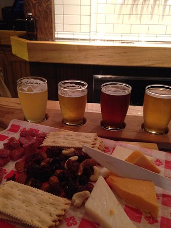 Baileys Harbor, WI: Flight of beer and cheese board.