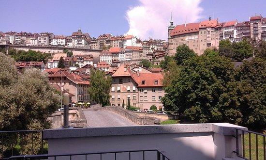 Vue Sur La Ville De Fribourg Depuis La Terrasse Photo De