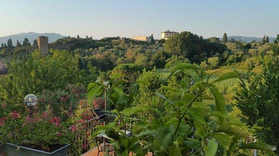 Au Fond Le Forte Del Belvedere Foto Di La Terrazza Del