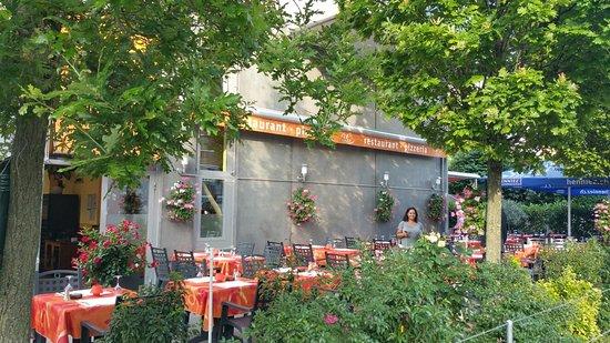Le Grand Saconnex, Suiza: C'est toujours un plaisir sur cette terrasse. ..... MERCI  NINA ❤