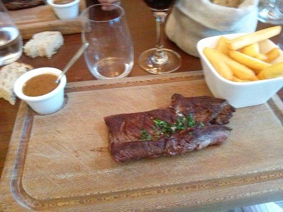 L'AOC: Onglet du Boeuf con salsa al pepe nero e frites