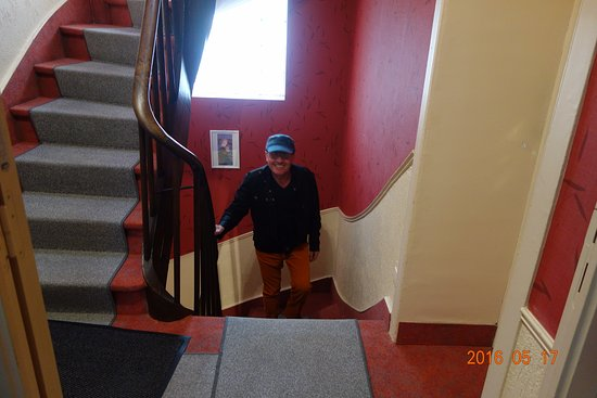 Hotel Alpha Ocean : Алекс на лестнице в отеле