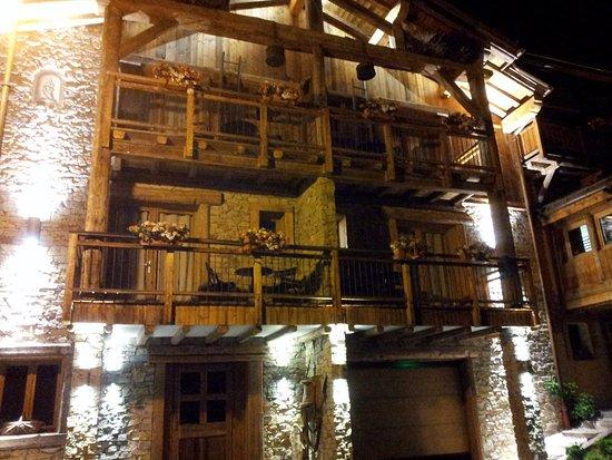 Saint-Martin-de-Belleville, France: exterieur de nuit