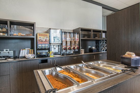 Quality Suites Drummondville: Breakfast