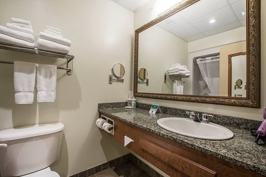 Quality Suites Drummondville: Bathroom