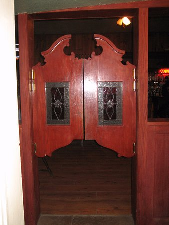 Meeteetse, ไวโอมิง: Swing Saloon doors