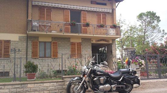 Bastia Umbra, อิตาลี: la mia moto con il B&B le stagioni come sfondo