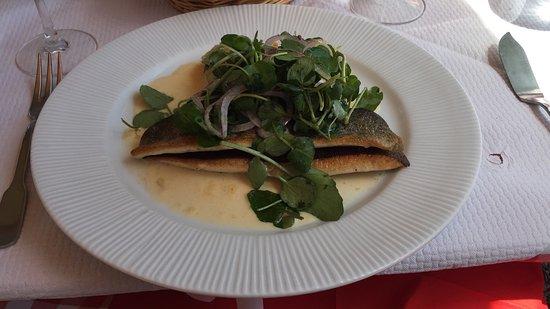 Port-Lesney, Francia: Geweldig eten tegen een schappelijke prijs, goede sfeer en uiterst vriendelijke bediening. Simpe
