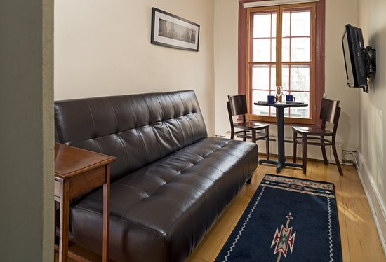 The Canal Park Inn : The Sinnot Suite Sitting Room