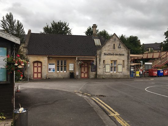 Bradford-on-Avon, UK: 最寄り駅