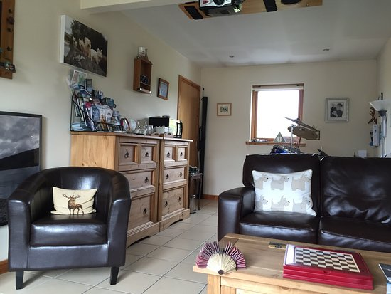 Gorthleck, UK: Photos of the lovely, homely B&B with a fantastic view! Double room, en suite, movie night, brea