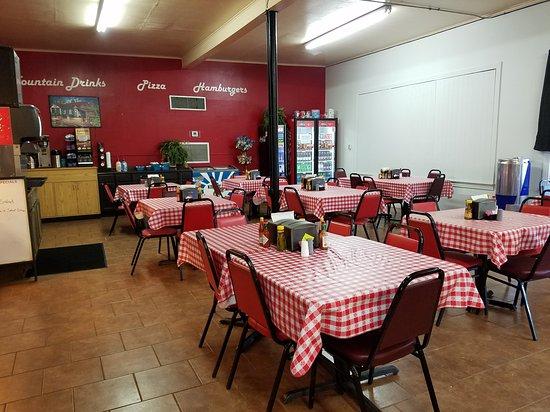 Vivian, LA: Dining Room
