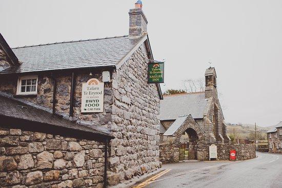 Llanuwchllyn, UK: Eagles from the road