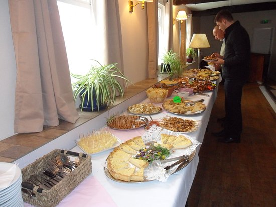 Charlton Kings, UK: Party Buffet, price and style to suit.