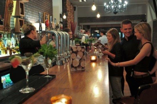 Antoinette Hotel Wimbledon: Main Bar