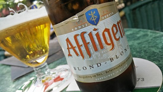 Putten, Hollanda: Mooi blond Affligem biertje in het juiste glas