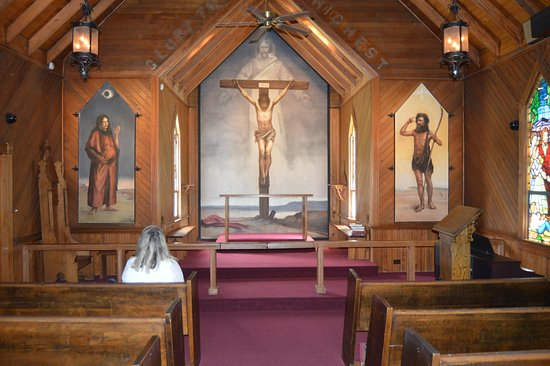 Saint Mary's Episcopal Church: View in sanctuary