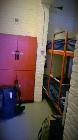 HI Ottawa Jail Hostel: chambre a 4 lits
