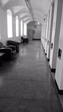 HI Ottawa Jail Hostel: couloir devant la chambre