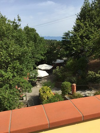 San Baronto, Italie : Wir waren zu viert im Juli 2016 hier auf der Durchreise. Der große Pool mit herrlicher Aussicht