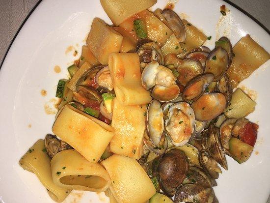 San Secondo di Pinerolo, Italia: Frittura mista, risotto ai frutti di mare, antipasto misto di mare, paccheri