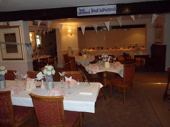 Charlton Kings, UK: Party time. Weddings, Christenings all catered for.