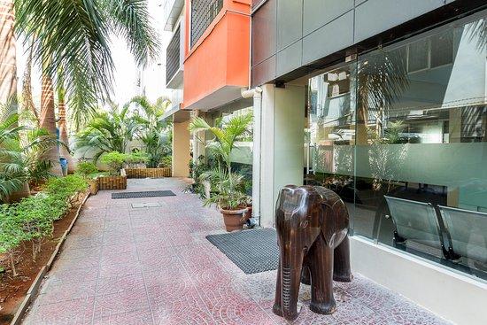Treebo Sravya Residency: Entrance