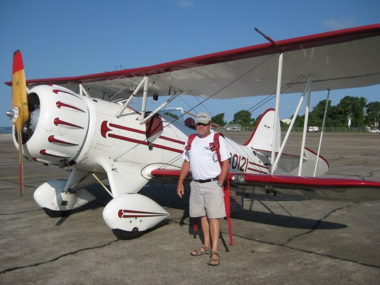 Manteo, Carolina del Norte: Ready to begin my flight in the 1990 Waco.