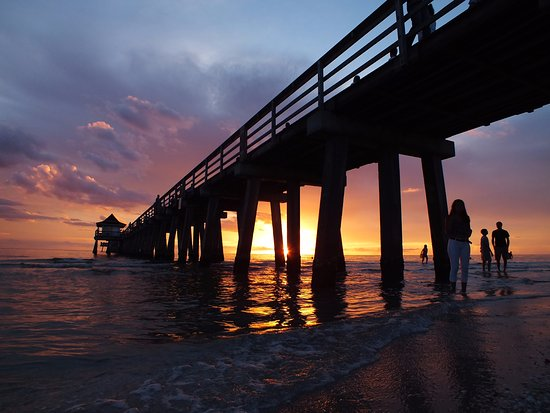 Bellasera Hotel: Sunset at Naples Pier