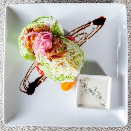 ไพน์เฮิร์สต์, นอร์ทแคโรไลนา: The Carolina Dining Room's Wedge Salad features baby iceberg, bacon lardons, local tomatoes and