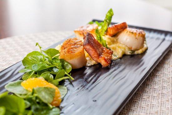 ไพน์เฮิร์สต์, นอร์ทแคโรไลนา: Start your meal at the Carolina Dining Room off with Seared Scallops.