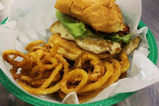 โกรฟซิตี, เพนซิลเวเนีย: Cranky Dave's Kitchen at Sweet Jeanie's serves awesome burgers, chicken sandwiches & onion rings