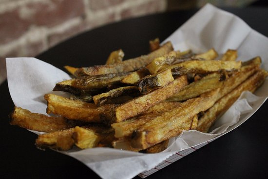 โกรฟซิตี, เพนซิลเวเนีย: Cranky Dave's Kitchen at Sweet Jeanie's makes the best hand-cut fries in town!
