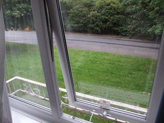 Washington, UK: Secured window