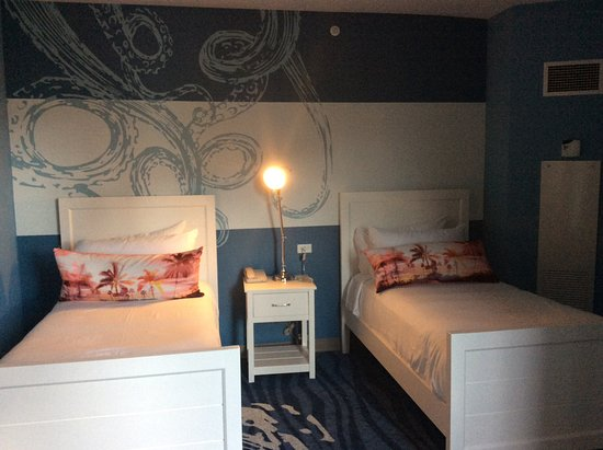 Loews Sapphire Falls Resort At Universal Orlando: Two Twin Beds In Kids  Area Of King