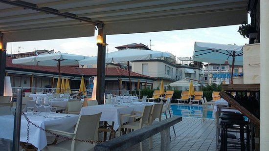 Bagno florindo foto di bagno florindo beach restaurant viareggio tripadvisor - Bagno milano viareggio ...