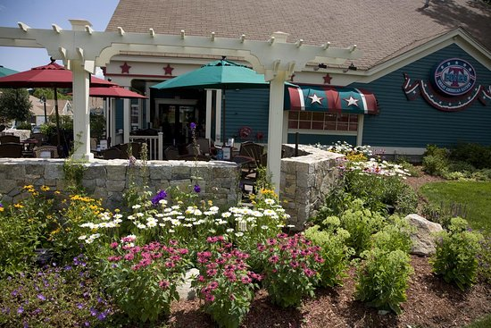 Bedford, Nueva Hampshire: The Terrace at T-BONES