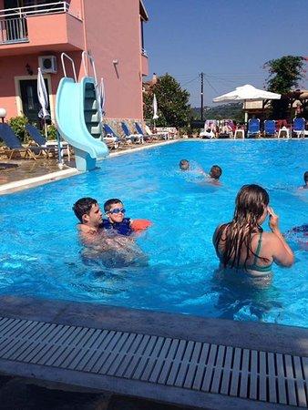 Othonas Apartments: Fun at Telis pool
