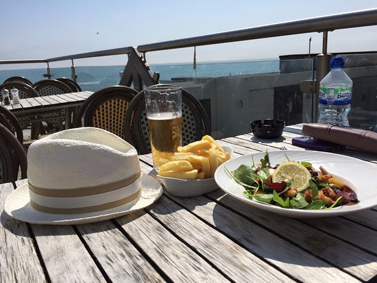 Sandgate, UK: Roof bar, great view, service