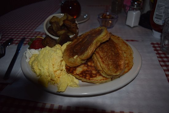 Proctorsville, VT: HUGE portions. Pancakes, french toast, potatoes, scrambled eggs, homemade whipped cream and frui